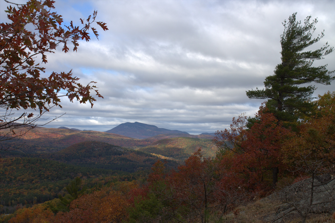 Hackensack Mountain hike with views of fall foliage